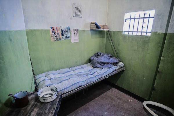 Bleak Prison Escape Room